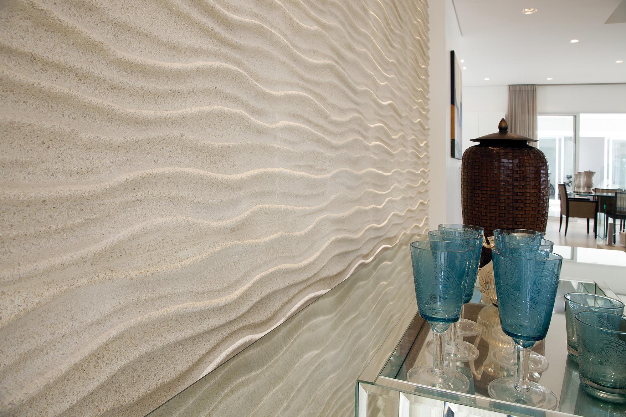 Espaço revestido com Duna Crystalli Fino Areia, projeto do Arquiteto Rogerio Perez