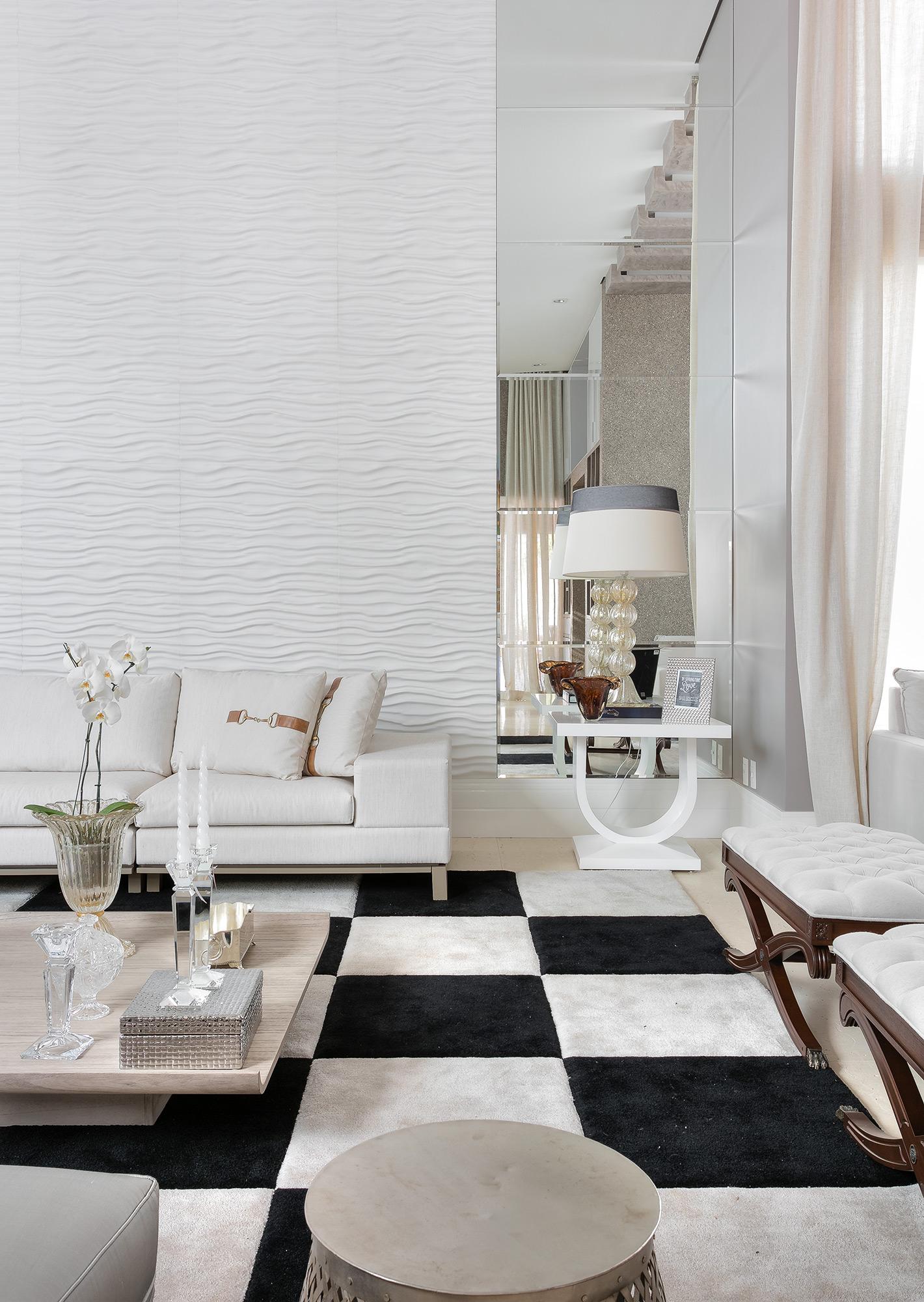 Espaço de estar com revestimento Duna Paris Branco. O projeto é do Arquiteto Erique Moreira e a Foto de Fellipe Lima