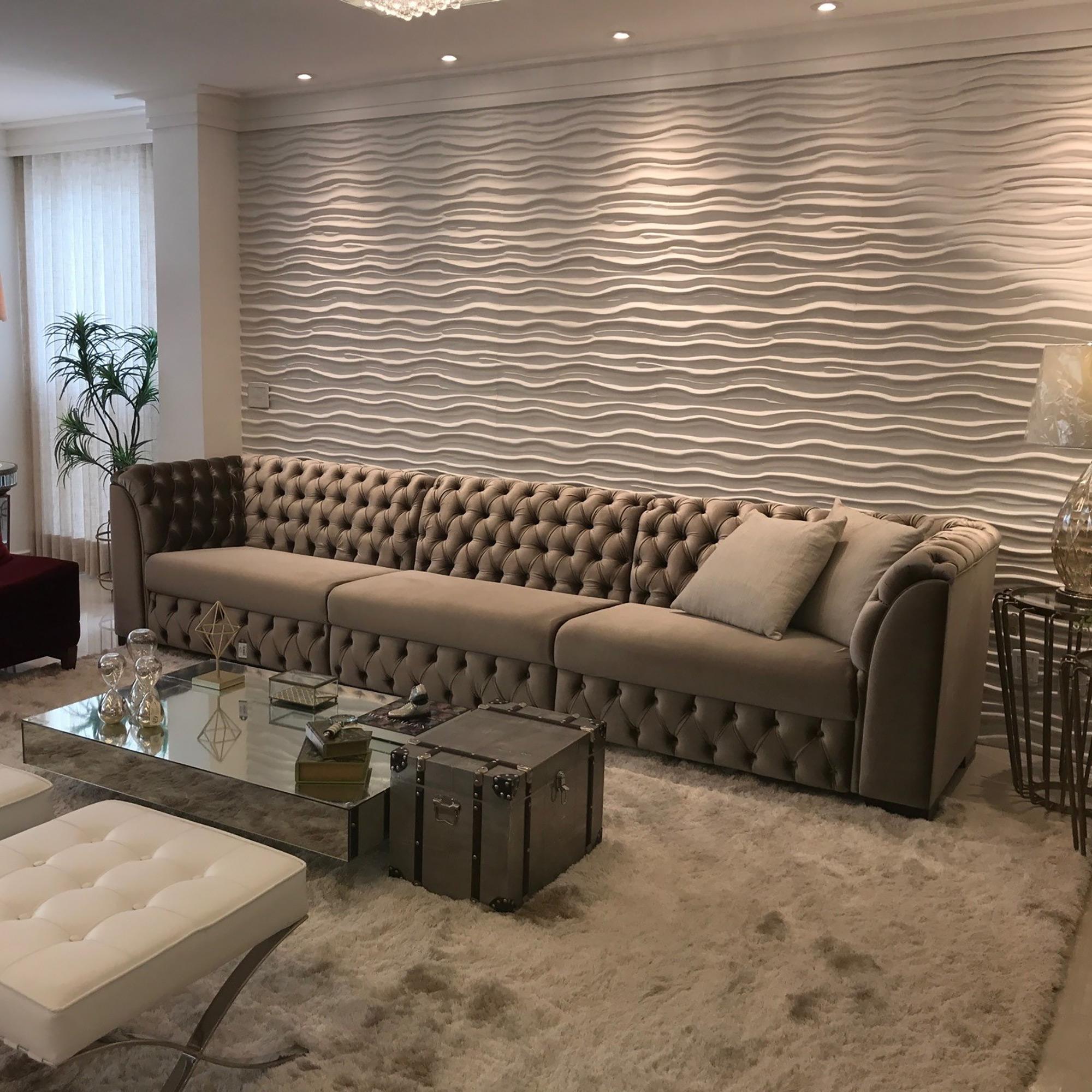 Sala de estar com revestimento Duna Paris Branco. Projeto da Arquiteta Rhubya, com foto de RH Studio