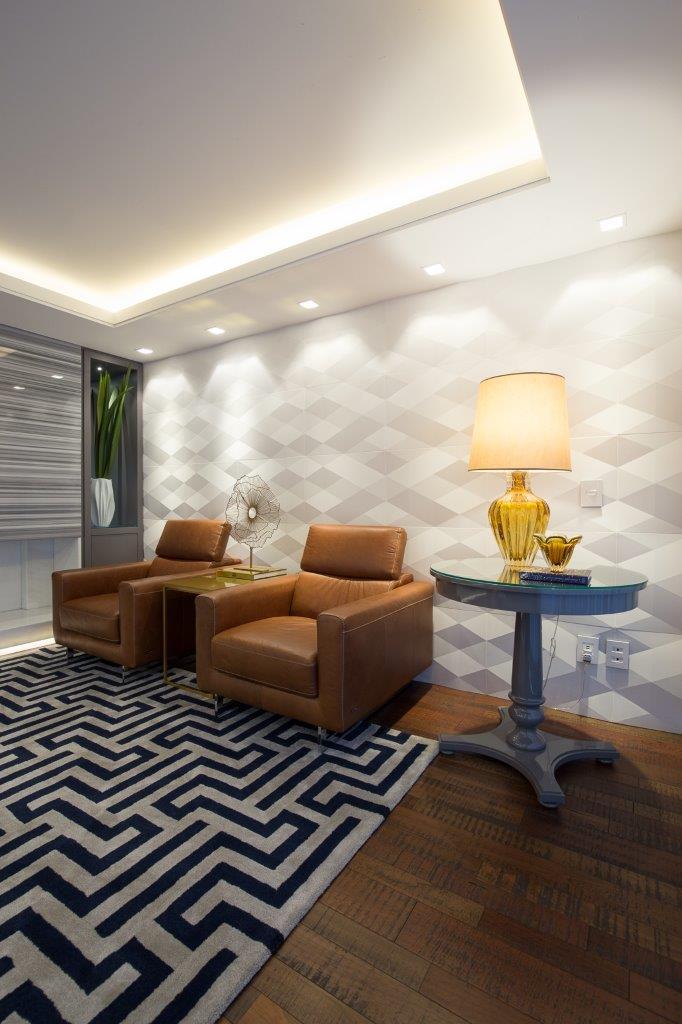 Sala de estar com revestimento Dyamante Paris Branco, projeto da Arquiteta Danielle Garros