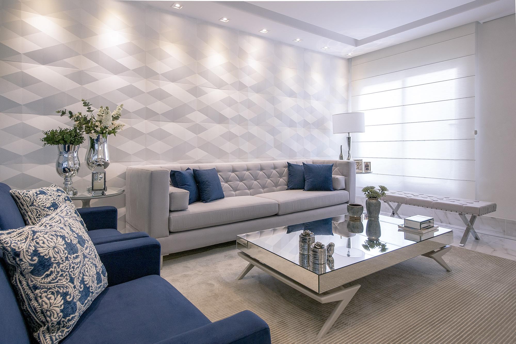 Sala de Estar revestida com Dyamante Branco, no projeto da Arquiteta Fernanda Burger. Foto de Julio Buccier