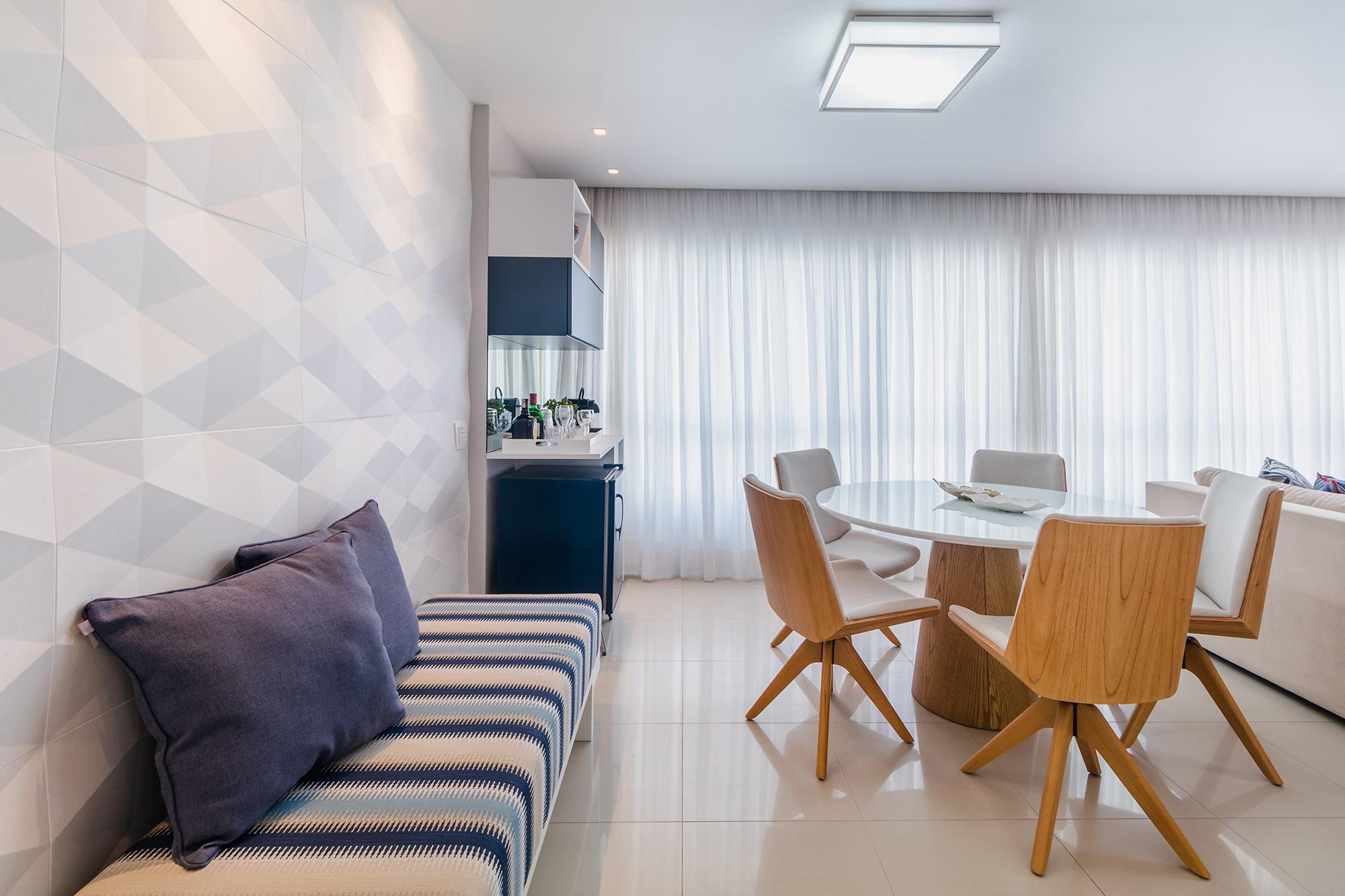 Sala Integrada com revestimento Dyamante, projeto do Studio Une. Foto Walter Dias