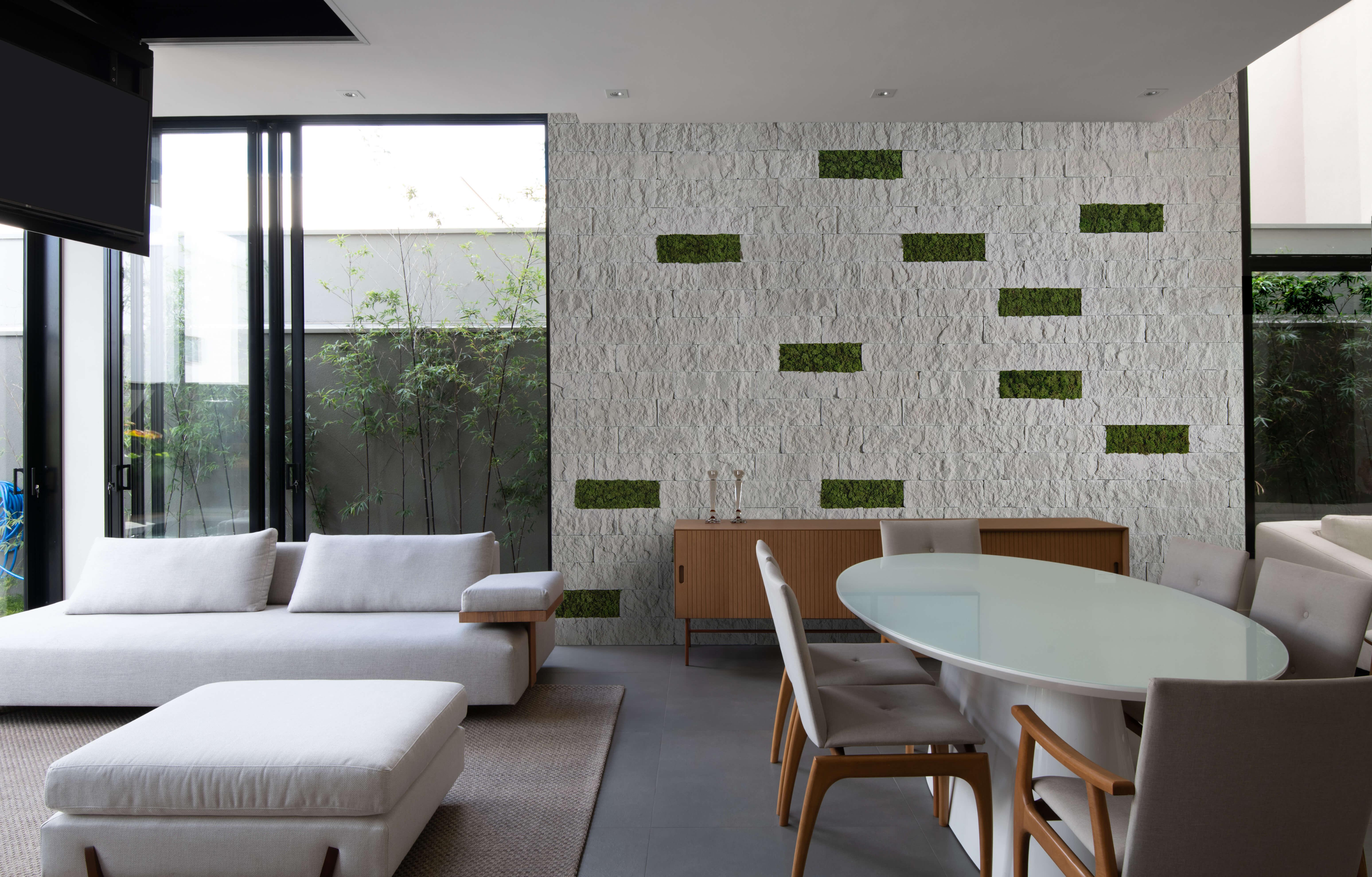 Ecobrick Stone Marfim - Moss verde bosque - Arq. Andre Zazeri - Foto Favaro Jr.